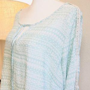 Como Black Lightweight crochet detail long top 1X